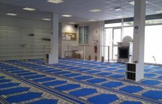 Fransa, OHAL kapsamında camileri kapatmayı sürdürüyor