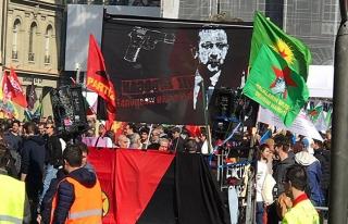 Erdoğan'ı hedef gösteren pankartı açan şüphelilere...