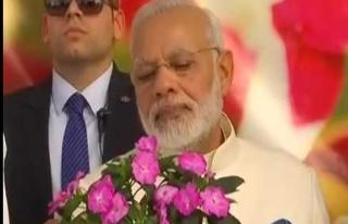 Hindistan Başbakanı'na çiçek değil kitap hediye...
