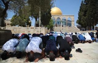 İsrail'in geri adımı sonrası Mescid-i Aksa'da...