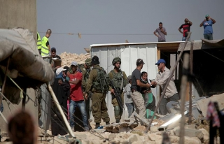 İşgal güçleri 522 Filistinliyi gözaltına aldı