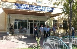 Özbekistan'da vatandaşa hâkimleri değerlendirme...