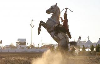 Atlı akrobasi takımı ilk gösterisini Malazgirt'te...