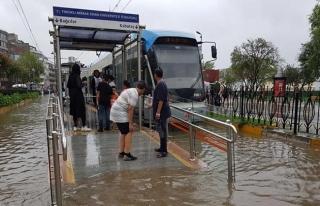 İstanbul'da şiddetli yağış ve fırtına etkili...