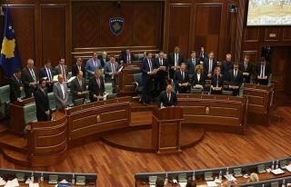 Kosova'da yeni hükümete güvenoyu