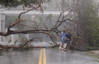 'Irma'nın şiddetli tropik fırtınaya dönüşmesi...