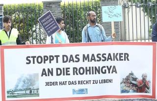 Almanya'da, Arakanlı Müslümanlara yönelik saldırılara...