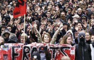 Fransa'da memurlar 10 yıl sonra meydanlara indi