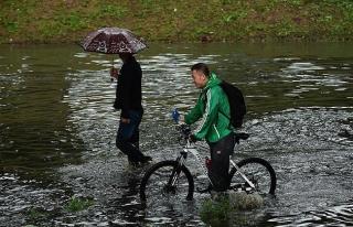 Çin'de sel nedeniyle 26 bin 700 kişiye tahliye