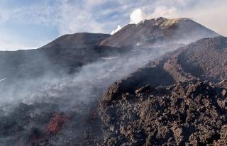 Japonya'da uyanan yanardağ 4 kenti etkiledi