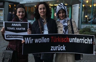 Almanya'da 'Türkçeme dokunma' protestosu