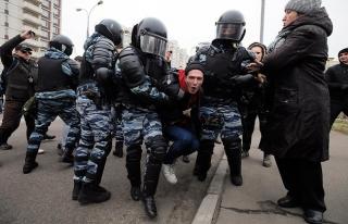 Moskova'da aşırı sağcı 380 kişiye gözaltı
