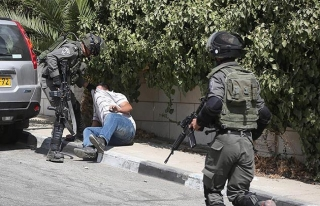 İşgal güçleri ekim ayında 483 Filistinliyi gözaltına...