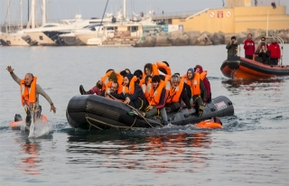 Libya açıklarında kurtarma operasyonu sırasında...