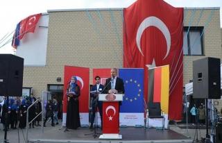 Almanya'da 'Yeni Cami' dualarla açıldı