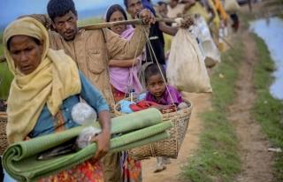 Arakanlı Müslümanlar Bangladeş'e sığınmaya...