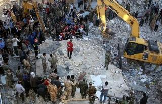 İran'da deprem nedeniyle ölenlerin sayısı 400'ü...