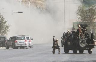 Afganistan'da Taliban karakollara saldırdı: 22 polis...