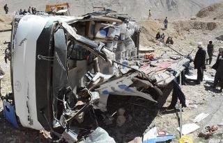 Etiyopya'da yolcu minibüsü devrildi: 21 ölü
