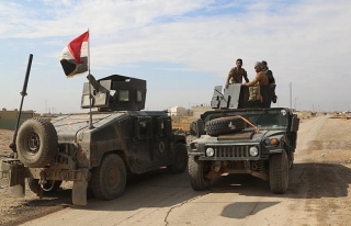 Irak ordusundan DEAŞ'a karşı çöl bölgesinde...