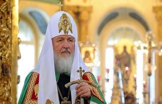 Patrik Kiril din adamlarının ve tapınaklarının...