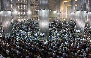 Endonezya'da Mevlid-i Nebi kutlamalarına büyük...
