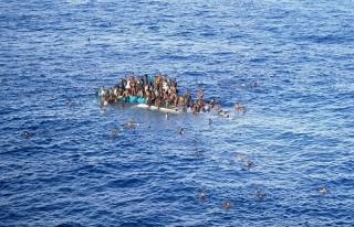 İtalya'ya ulaşmaya çalışan 64 göçmen Akdeniz'de...