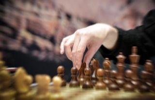 Katar ile Suudi Arabistan arasındaki satranç krizi...