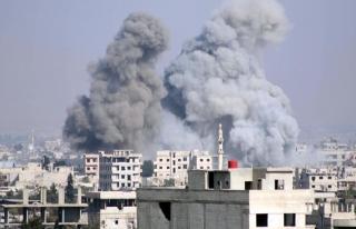 Rejim uçaklarının Doğu Guta'daki saldırılarında...