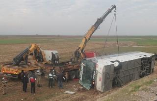 Silopi'de Iraklı Türkmenleri taşıyan otobüs devrildi:...