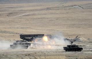 TSK'dan Afrin'deki YPG hedeflerine yoğun topçu atışı