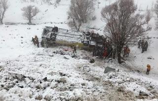 Muş'ta yolcu otobüsü dereye uçtu: 6 ölü