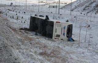 Konya'da yolcu otobüsü devrildi: 7'si ağır 38...