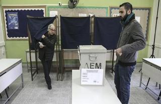 Güney Kıbrıslılar yeni liderlerini seçmek için...