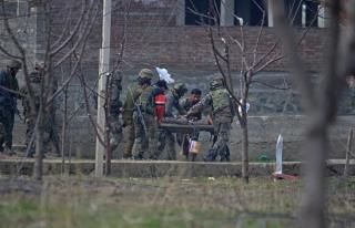 Keşmir'deki Hint askeri üssünde çatışma: 9 ölü