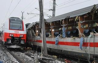Avusturya'da yolcu trenleri çarpıştı: 1 ölü,...