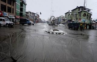 Keşmir'de çatışmaların ikinci günü sokaklar...