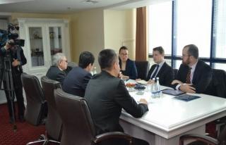 İngiliz Demokrasi Vakfı'ndan Özbekistan'a ücretsiz...