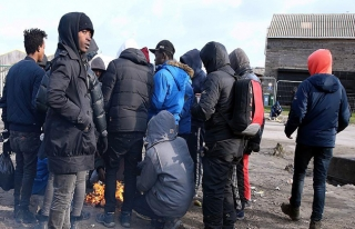Fransa'da sığınmacılar korkudan dağıtılan yemeği...