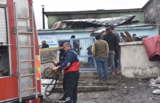 Kars'ta şüpheli cami yangını