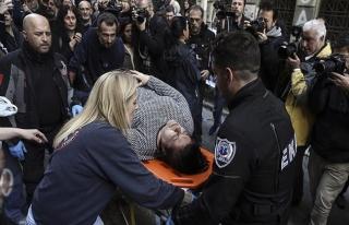 Yunanistan'da 'haciz' protestosunda çatışma