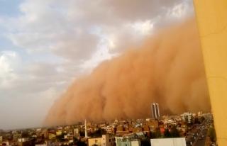 Sudan'da kum fırtınası nedeniyle uçak seferleri...