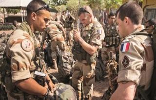 Fransız askerleri Suriye'de YPG ile işbirliği içinde