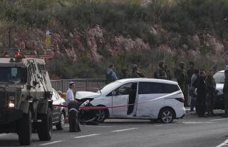 İsrail askerleri trafik kazası yapan Filistinliyi...
