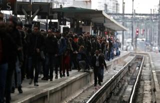Fransa'da grevler yüzünden 'kara salı' başladı