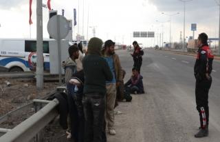 Sınır ötesinde 1.5 milyon Afgan göçmen bekliyor