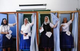Macaristan'da renkli seçim günü