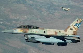 İsrail'in Suriye'ye düzenlediği hava saldırısında...