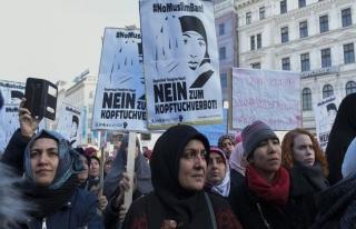 Avusturya başörtüsü yasağında geri adım atmıyor