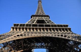 Fransa'da grev nedeniyle Eyfel Kulesi ziyarete kapatıldı
